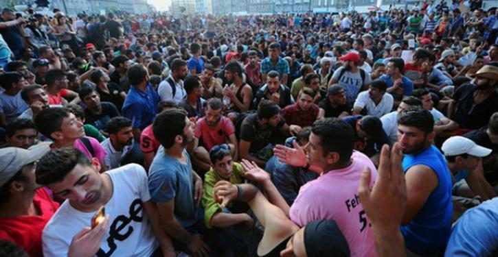 migranteri-vantan-pa-pass